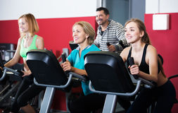 Active adults in gym Royalty Free Stock Photos