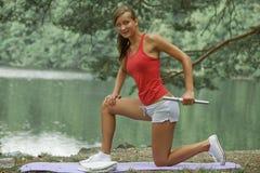 Active con pesa de gimnasia Fotografía de archivo libre de regalías