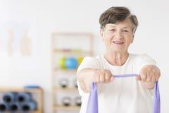active exerçant la femme aînée Photo stock