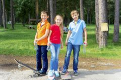 Active kids skateboarding Royalty Free Stock Photos