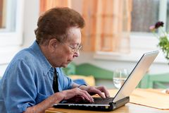 Active senior with a laptop in Leisure Royalty Free Stock Photography