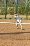 Active senior man playing tennis Royalty Free Stock Images