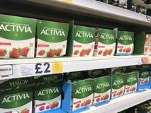 ACTIVIA-yoghurt royaltyfria bilder