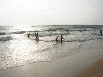 Actividad de la playa de la tarde Fotografía de archivo libre de regalías
