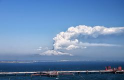 Actividad del explosivo del monte Etna Fotos de archivo