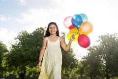 Actividad del globo que juega concepto divertido del niño de la reconstrucción Imagen de archivo