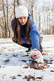 Actividad del invierno de la mujer de la aptitud Imágenes de archivo libres de regalías