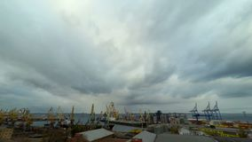 Actividad del puerto de comercio del mar almacen de metraje de vídeo
