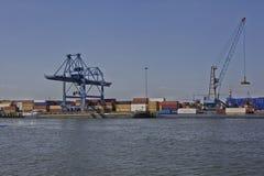Actividad del puerto en el puerto de Rotterdam Imagen de archivo libre de regalías