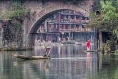 Actividad tradicional de la mañana en Fenghuang imagenes de archivo