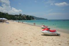Actividad turística en la playa tropical de la isla de Phuket Fotos de archivo