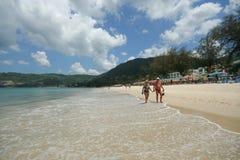 Actividad turística en la playa tropical de la isla de Phuket Fotos de archivo libres de regalías