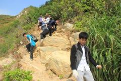 Actividades al aire libre de la juventud--La conquista de colinas estériles en GUANGDONG CHINA ASIA Imagen de archivo