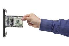 Actividades bancarias de Smartphone de la mano del billete de banco del dólar Fotos de archivo