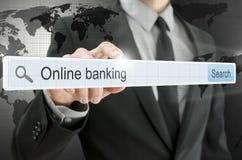 Actividades bancarias en línea escritas en barra de la búsqueda Imagen de archivo