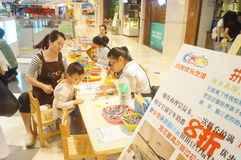 Actividades con manos de los niños Foto de archivo