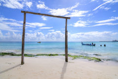Actividades de la pesca deportiva y del equipo de submarinismo en el Playa del Carmen Foto de archivo