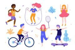 Actividades de los niños Sistema de niños que hacen deportes, montando la bicicleta, jugando a baloncesto, activando, salto, pati ilustración del vector