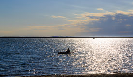 Actividades y escenas en el búfalo NY a lo largo del lago Erie en una tarde de la primavera Foto de archivo