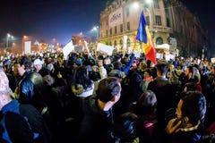 Activistas en las demostraciones de noviembre de 2015 en Bucarest Fotos de archivo libres de regalías