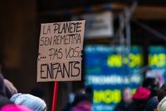 Activisten die voor het milieu marcheren stock foto