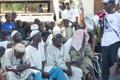 Activistes africains d'O.N.G. fournissant une leçon publique Image libre de droits
