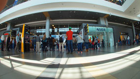 Activité à l'intérieur de l'aéroport international d'EL Dorado dans la ville de Bogota Photos libres de droits