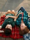 Activité d'amusement de passe-temps de loisirs de repaire d'amis photo stock