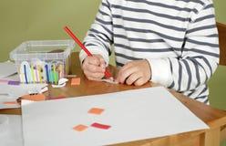 Activité d'arts et de métiers d'enfants, étude et éducation images libres de droits