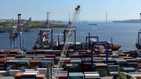 Activité de port de commerce de mer de Vladivostok clips vidéos