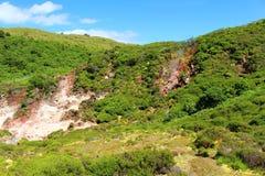 Activité géothermique sur un landscrape vibrant Image stock