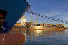 Activité maritime au port de Gênes, Italie image libre de droits
