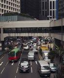 Activité mobile sur la scène de rue passante dans la ville Image libre de droits