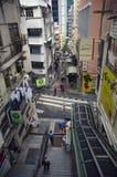 Activité mobile sur la scène de rue passante dans la ville Photo libre de droits