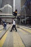 Activité mobile sur la scène de rue passante dans la ville Photos libres de droits