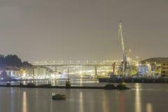 Activité nocturne aux usines navales Images libres de droits