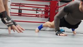 Activité physique de séance d'entraînement de sport de pompe de combattants banque de vidéos
