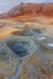 Activité volcanique comme Hot Springs sur l'Islande, heure d'été Photo stock