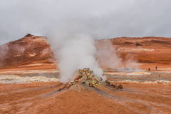Activité volcanique comme Hot Springs sur l'Islande, heure d'été Photos stock
