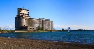 Activités et scènes à Buffalo NY le long du lac Érié un après-midi de ressort Image libre de droits
