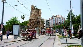 Activiteit bij Cumhuriyet-weg in Antalya stock video