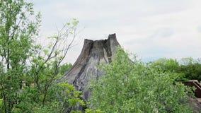 Activiteit van een kleine vulkaan stock footage