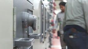 Activiteit van verrichting in elektrische centrale stock video