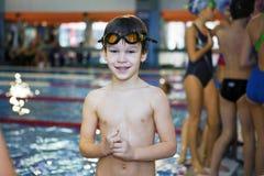 Activiteiten op de pool stock fotografie