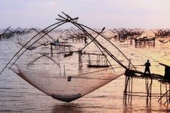 Activiteiten van mensen het vleien Een vis royalty-vrije stock foto's