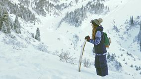 Activités saines de surf des neiges et de ski, aventure aux montagnes d'alpes, Suisse clips vidéos