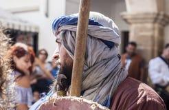 Actor vestido como guerrero del moorish de la reconquista Imagenes de archivo
