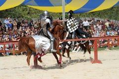 Actoren als middeleeuwse ridders Stock Foto's
