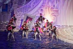Actoren tijdens prestaties van musical fairytale stock afbeeldingen