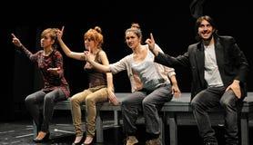 Actoren van het het Theaterinstituut van Barcelona, spel in de komedie Shakespeare voor de Uitvoerende macht Stock Foto